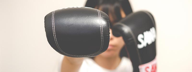 ボクシングをしている女性